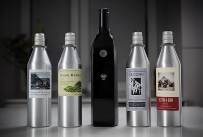 La bottiglia per vino smart creata da Kuvée.