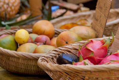Sempre più hotel offrono un mercato di prodotti locali ai loro ospiti.